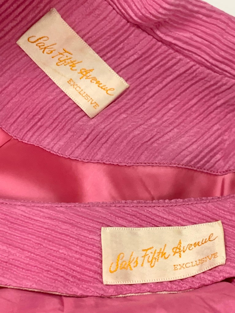 1960 Saks Pink Crinkle Capri Pant & Nehru Tunic Ensemble For Sale 14