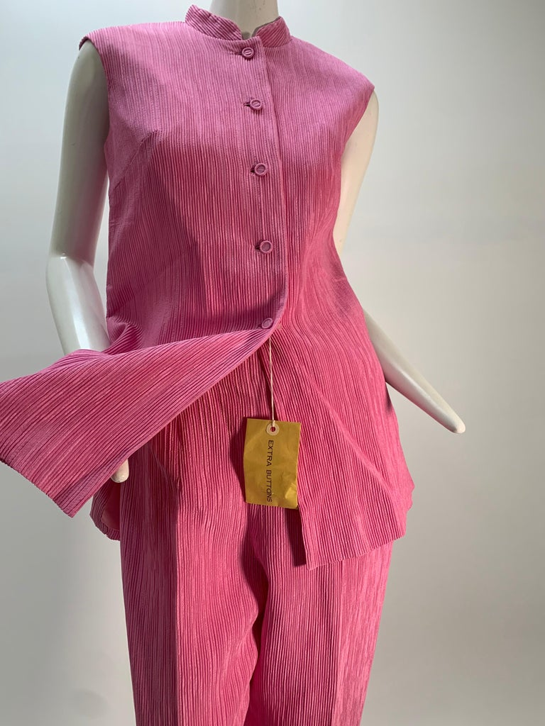 1960 Saks Pink Crinkle Capri Pant & Nehru Tunic Ensemble: Button-up tunic top and pants are made of a permanently and closely pleated fabric. Fully lined. Never worn, with original tag.