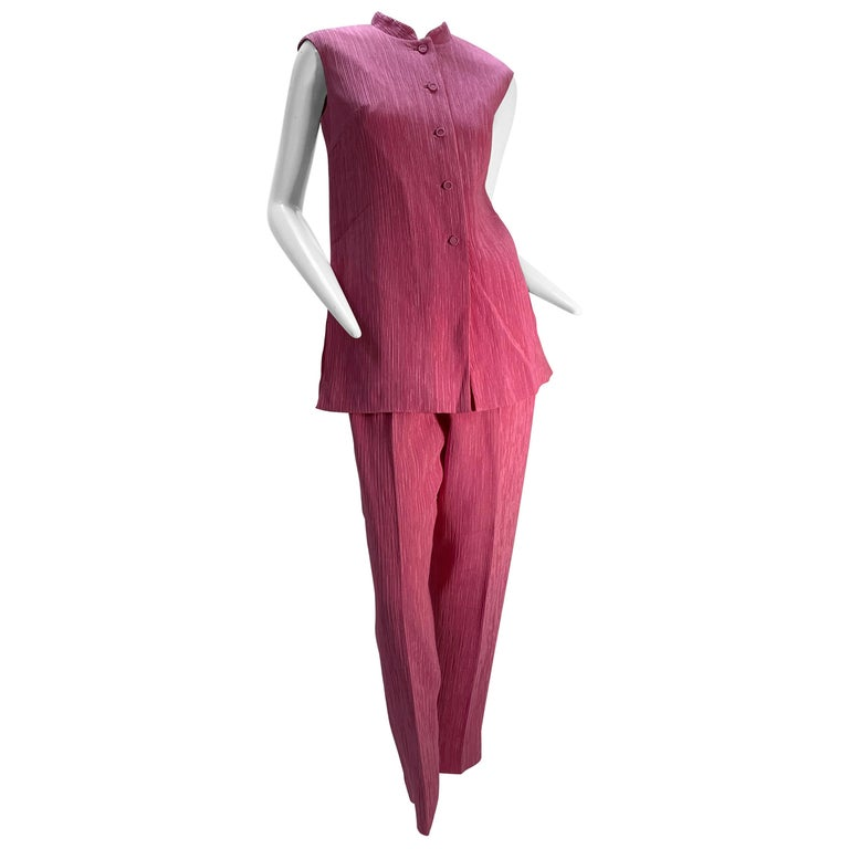 1960 Saks Pink Crinkle Capri Pant & Nehru Tunic Ensemble For Sale