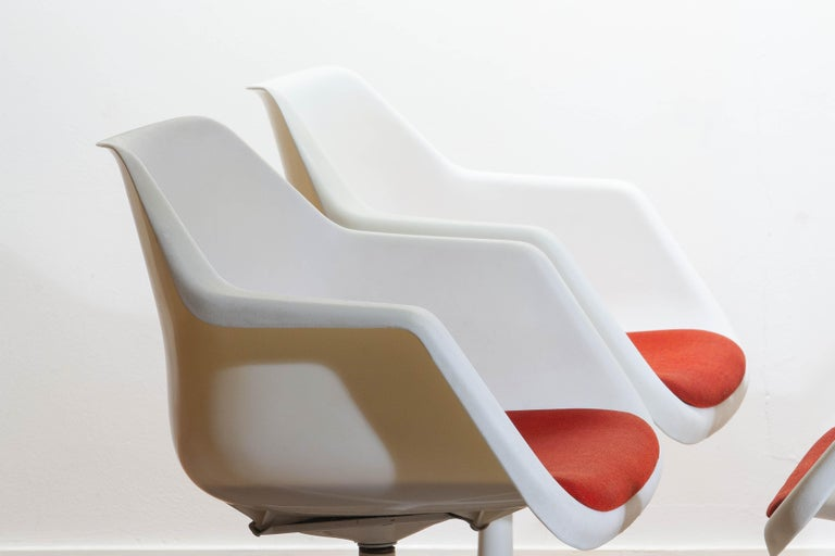 Set of Four White Swivel Chair by Robin Day for Hille, France, 1960 4