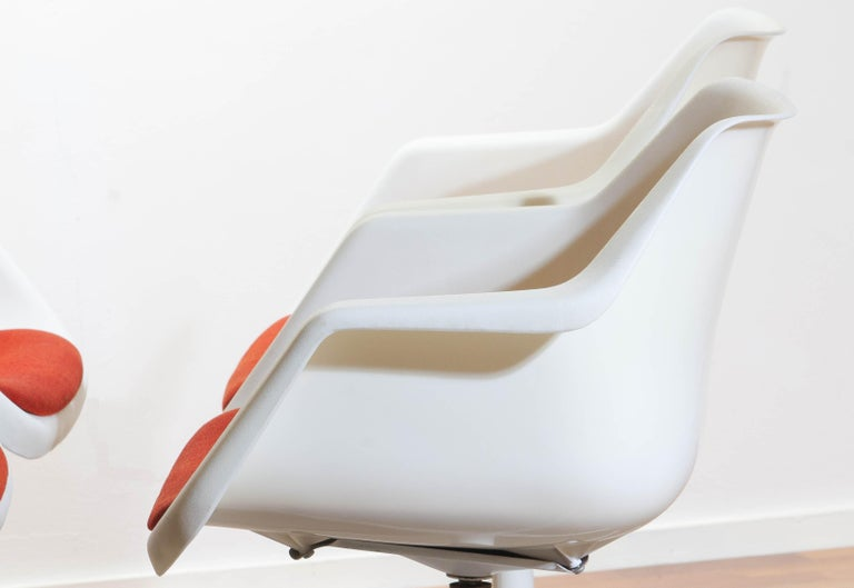 Set of Four White Swivel Chair by Robin Day for Hille, France, 1960 5