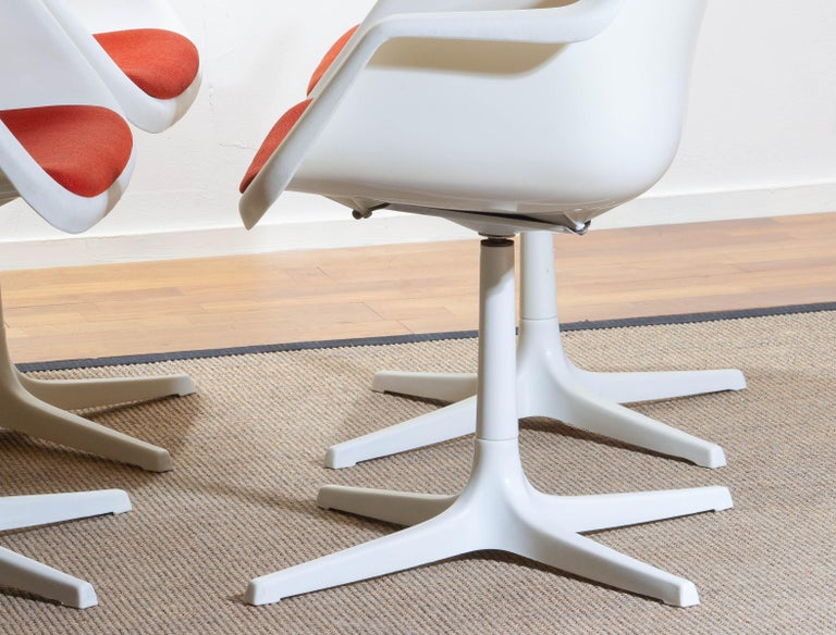 Set Of Four White Swivel Chair By Robin Day For Hille