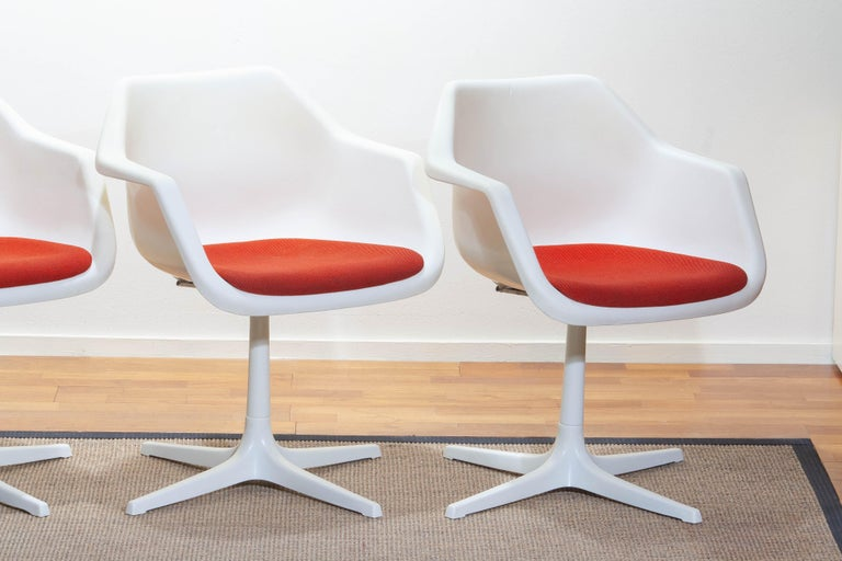 Mid-Century Modern Set of Four White Swivel Chair by Robin Day for Hille, France, 1960