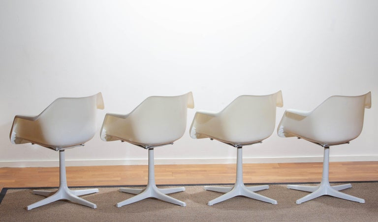 Set of Four White Swivel Chair by Robin Day for Hille, France, 1960 In Good Condition In Silvolde, Gelderland