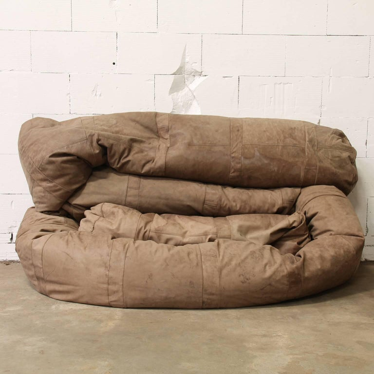 Very long, about 10 meter, original Snake Couch in nice patin old brown leather. The snake is made with nice details (see picture #6). The leather has traces of wear like (coloured) spots and some damage (like pictures #8, #9 and #10). Because of