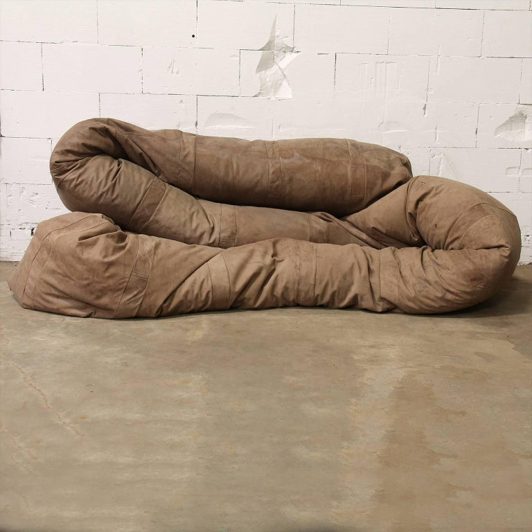 Mid-Century Modern 1960, Hanshan Roebers, Very Long Original Snake Couch in Old Brown Leather For Sale