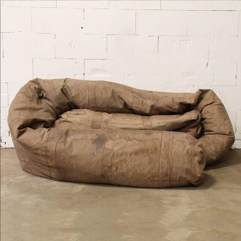 Dutch 1960, Hanshan Roebers, Very Long Original Snake Couch in Old Brown Leather For Sale