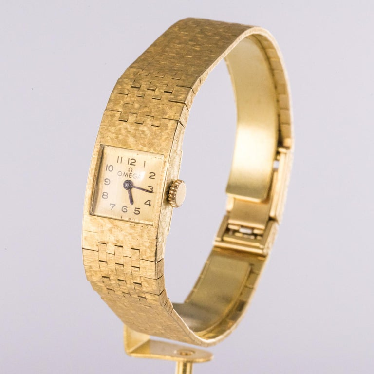 1960s 18 Karat Amati Yellow Gold Omega Ladies Watch In Excellent Condition For Sale In Poitiers, FR