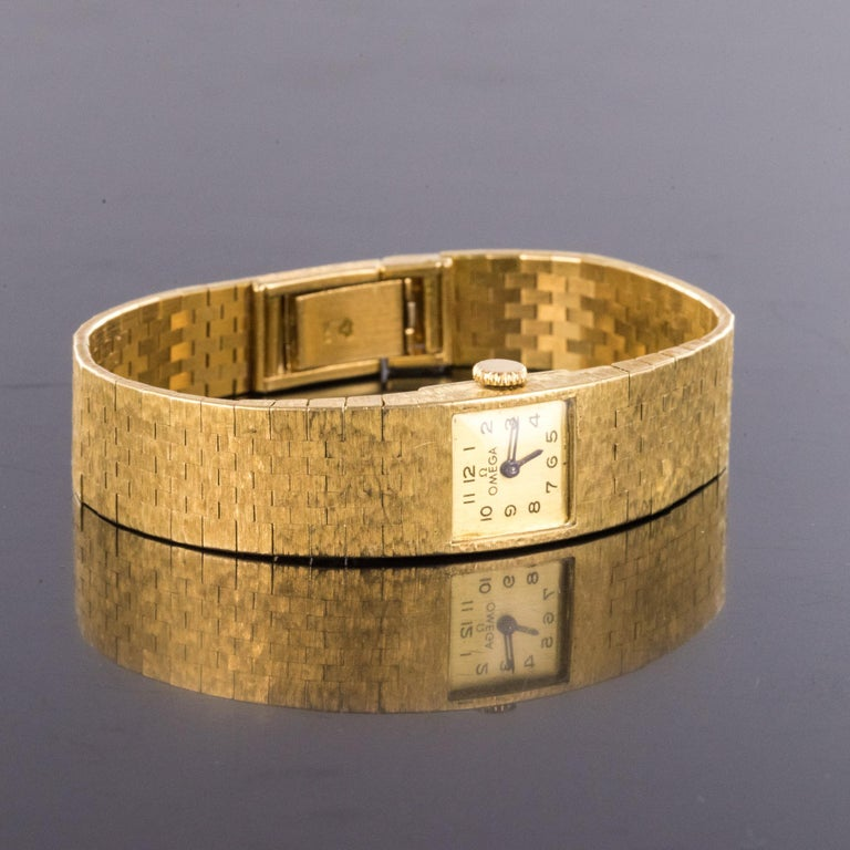 1960s 18 Karat Amati Yellow Gold Omega Ladies Watch For Sale 3