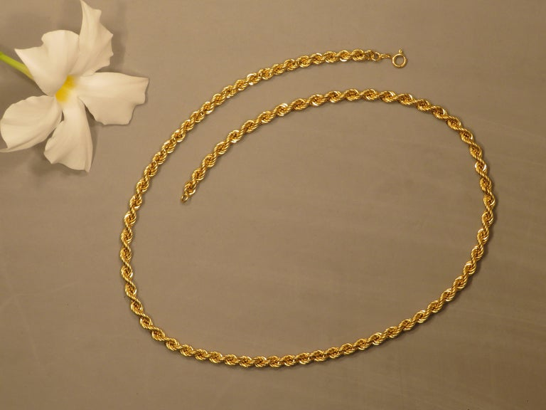 1960s 18 Kt Gold Twisted Wire Necklace Handcrafted in Italy  In Excellent Condition In Milano, IT