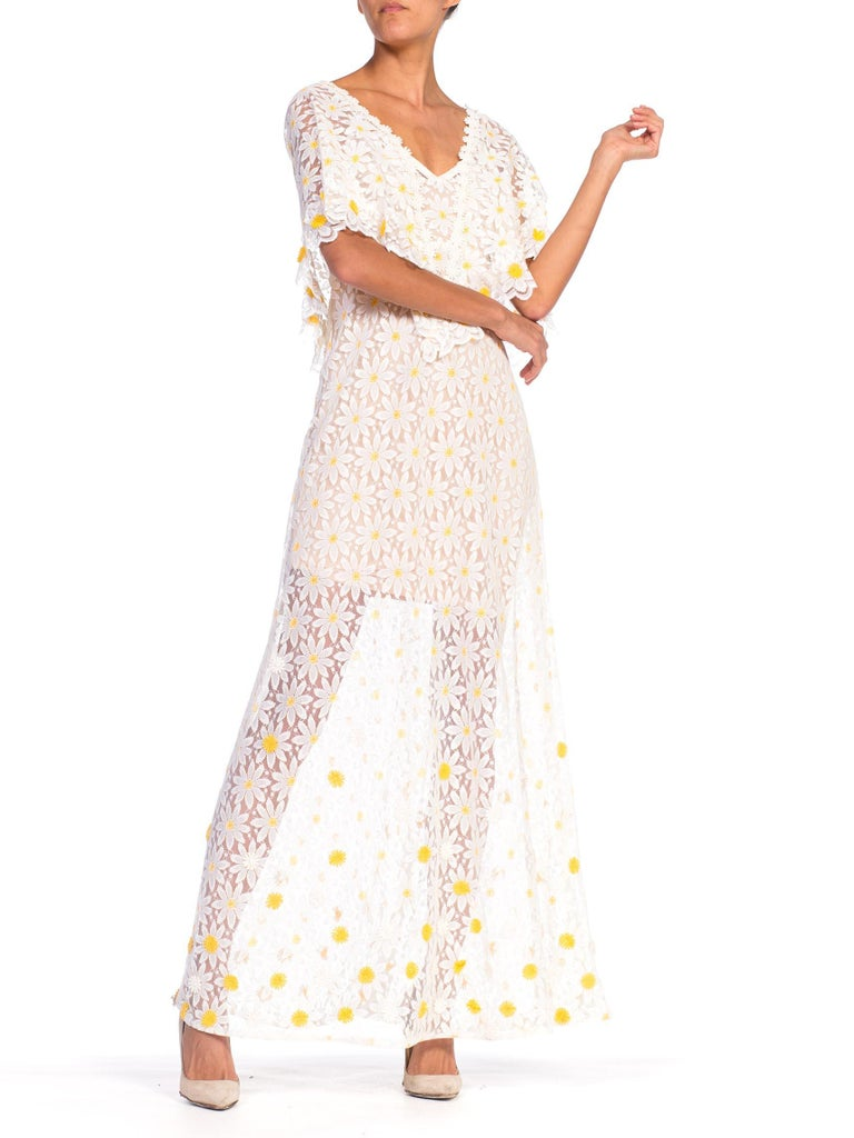 1960s - 1970s Floral Daisy Sheer Lace Dress In Good Condition For Sale In New York, NY