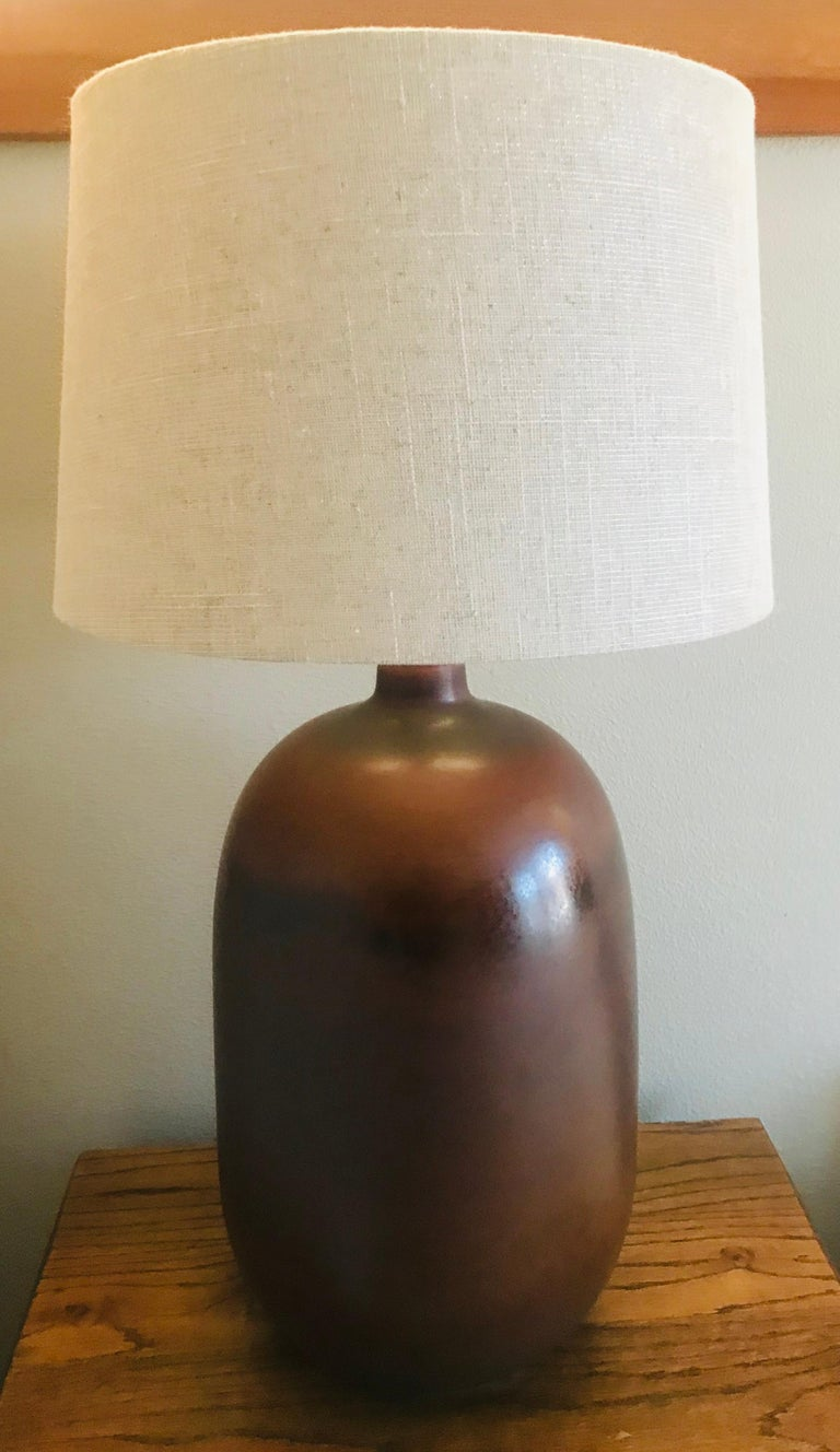 A mottled brown ceramic table lamp with ages brass hardware. American 1960s rewired.