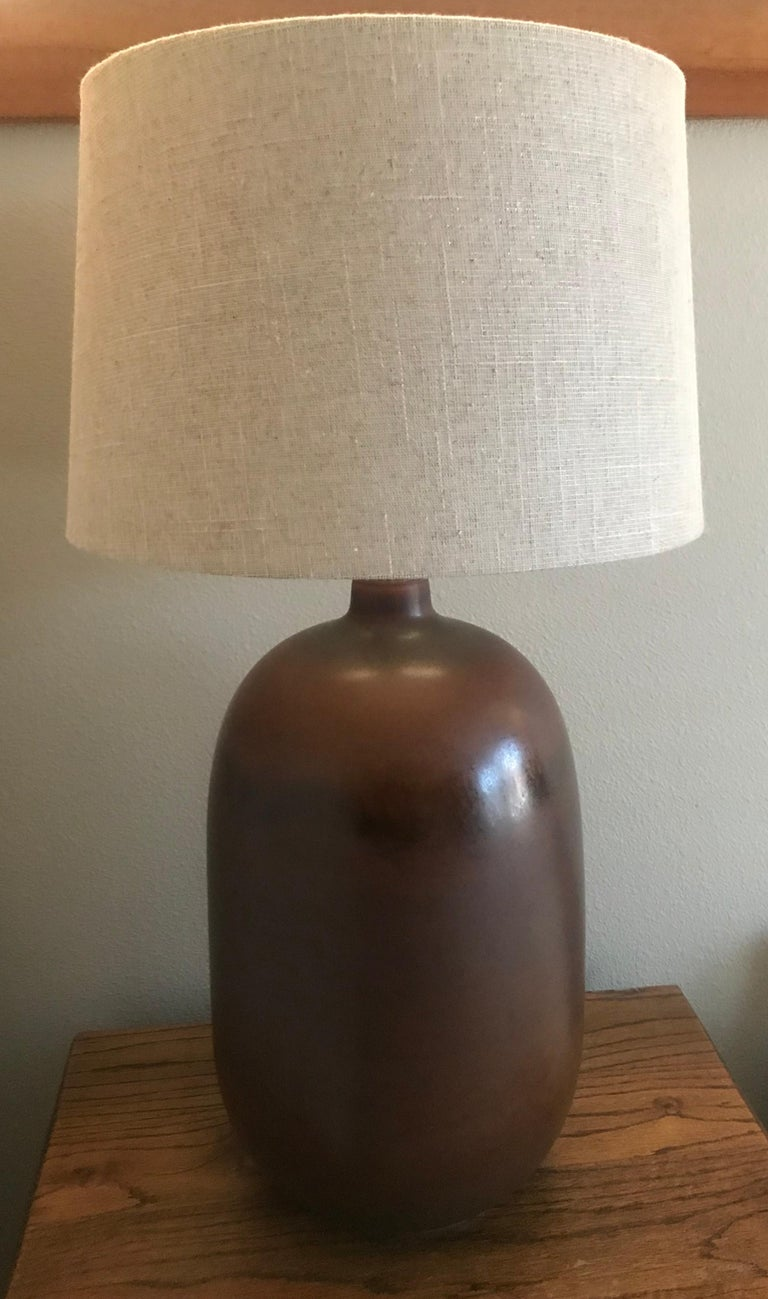 Mid-Century Modern 1960s American Pottery Table Lamp For Sale