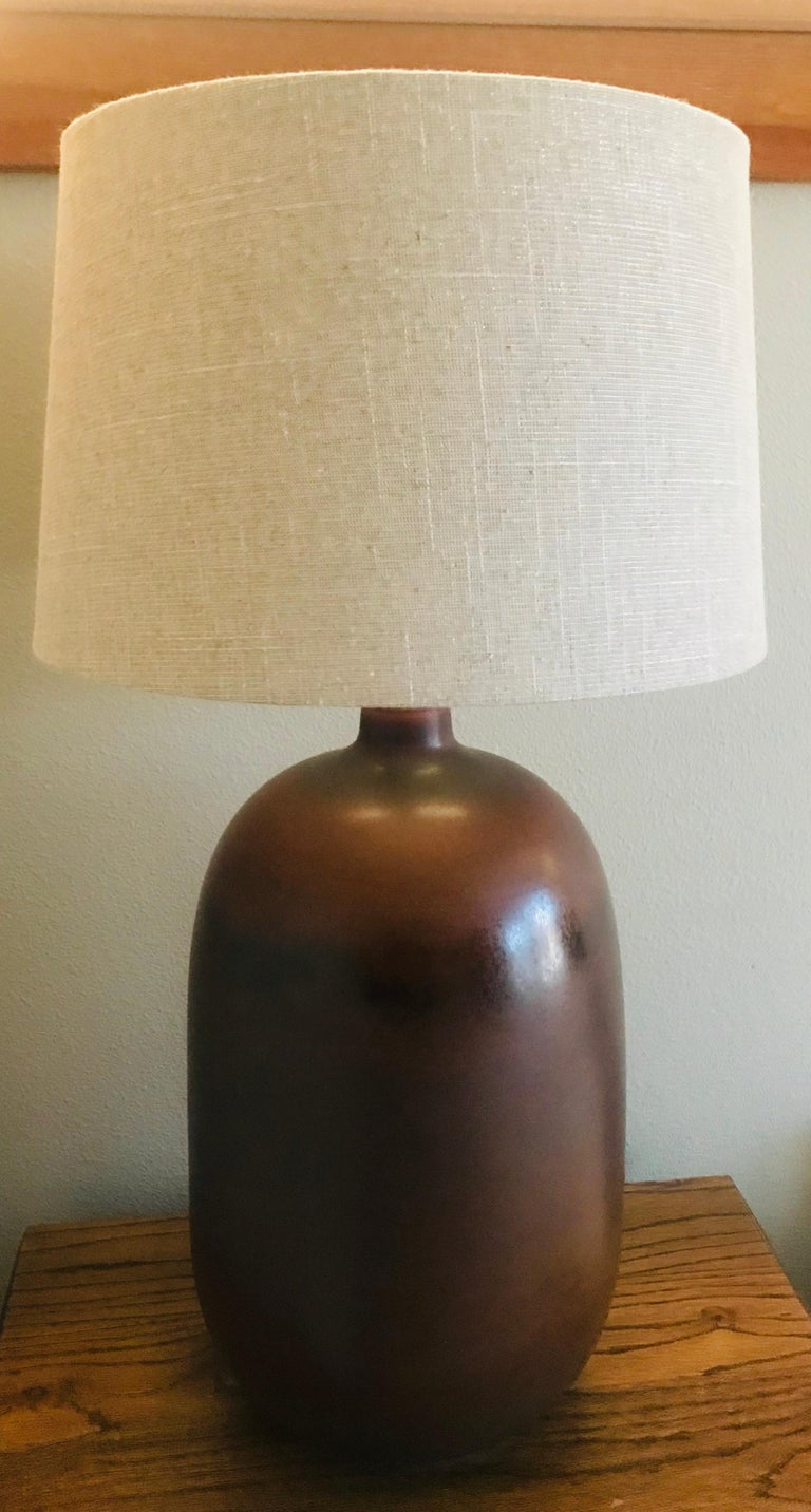 1960s American Pottery Table Lamp In Good Condition For Sale In New York, NY