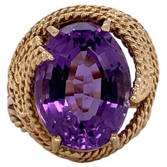 1960s Amethyst 14 Karat Yellow Gold Vintage Ring