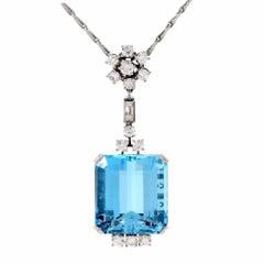 1960s Aquamarine Diamond 18 Karat Gold Pendant Necklace