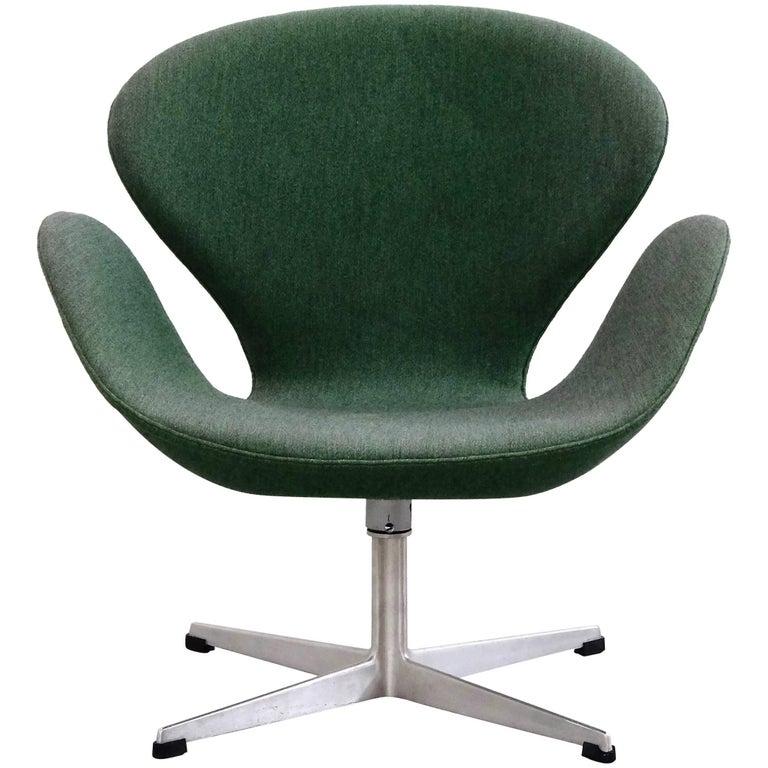 1960s Arne Jacobsen Swan Chair In Original Vintage Two