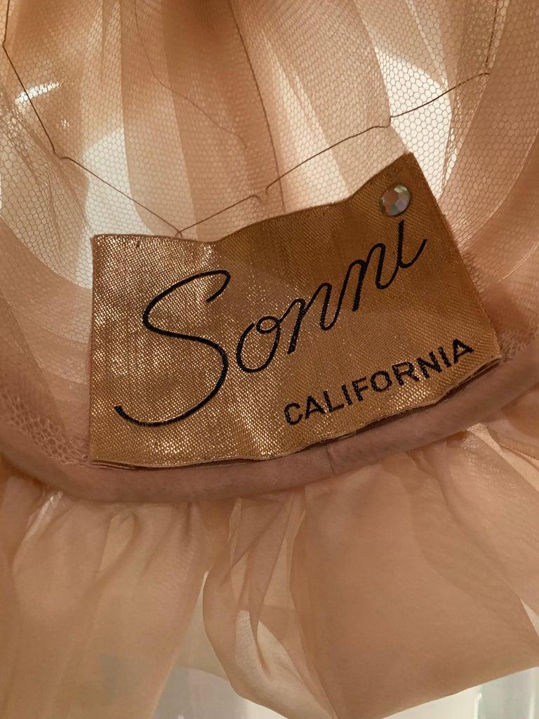 1960s Avant Garde Sonni Blonde Silk Organza Kerchief Styled Pleated Hat W/ Bow For Sale 7
