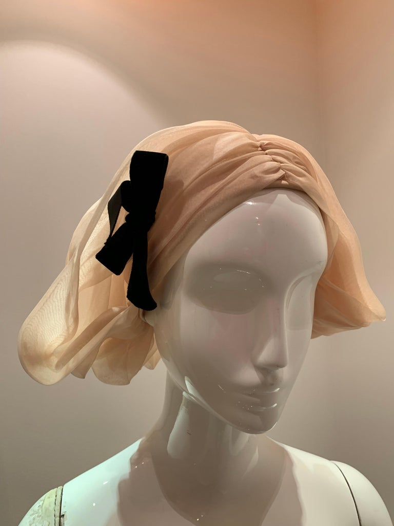 1960s Avant Garde Sonni Blonde Silk Organza Kerchief Styled Pleated Hat W/ Bow For Sale 8