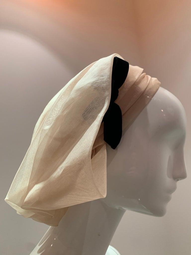 1960s Avant Garde Sonni Blonde Silk Organza Kerchief Styled Pleated Hat W/ Bow For Sale 2