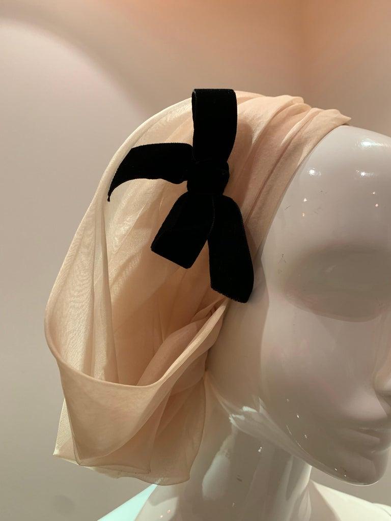 1960s Avant Garde Sonni Blonde Silk Organza Kerchief Styled Pleated Hat W/ Bow For Sale 4