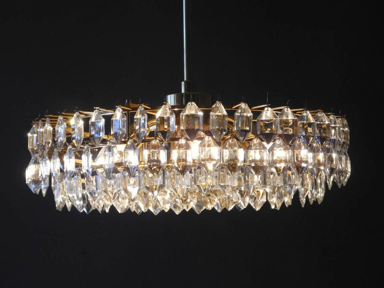 Beautiful original 1960s Bakalowits crystal chandelier with brass frame. Very high quality lamp with faceted crystals. Fantastic light, fits in all rooms. Very nice warm glare-free light with six E14 sockets and one E27 in the middle. Complete