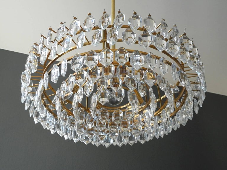 1960s Bakalowits Crystal Chandelier with Brass Frame In Good Condition For Sale In München, DE