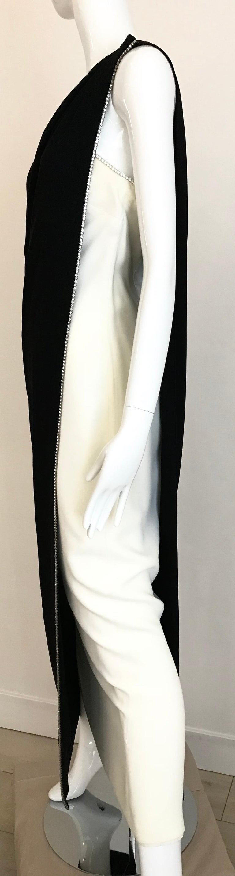 1960s Black and Cream Crepe Gown  In Good Condition For Sale In Beverly Hills, CA