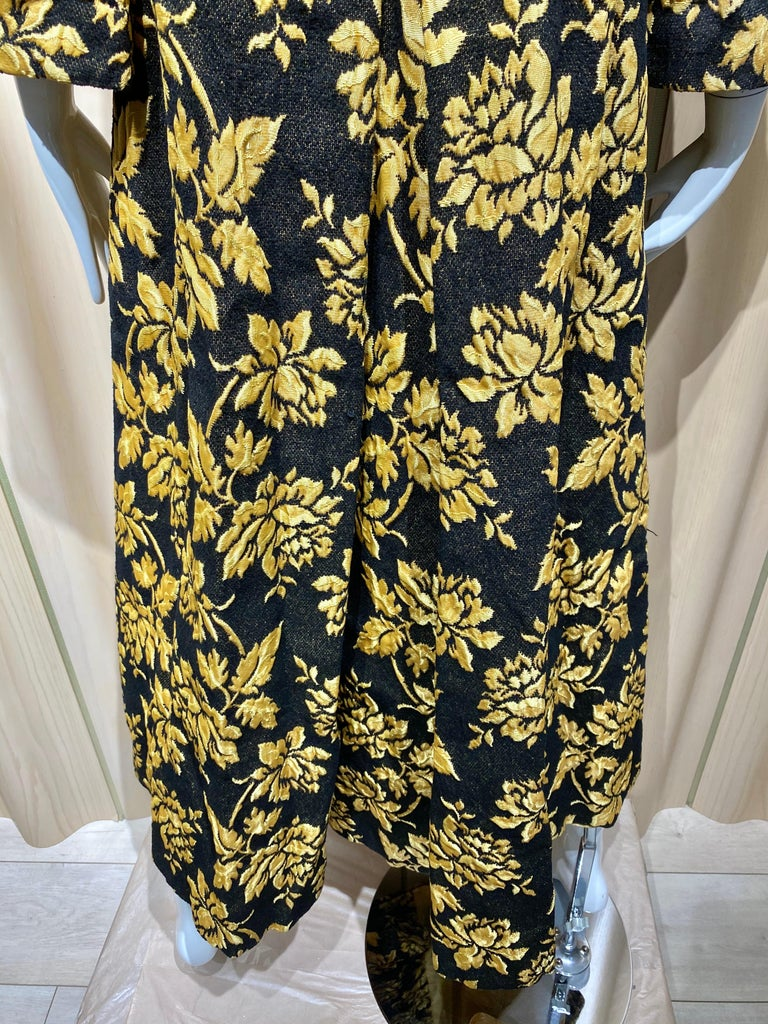 1960s Black and Yellow Flower Print Brocade Coat In Excellent Condition For Sale In Beverly Hills, CA