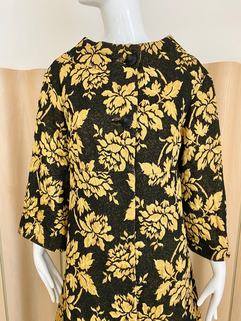1960s Black and Yellow Flower Print Brocade Coat For Sale 2