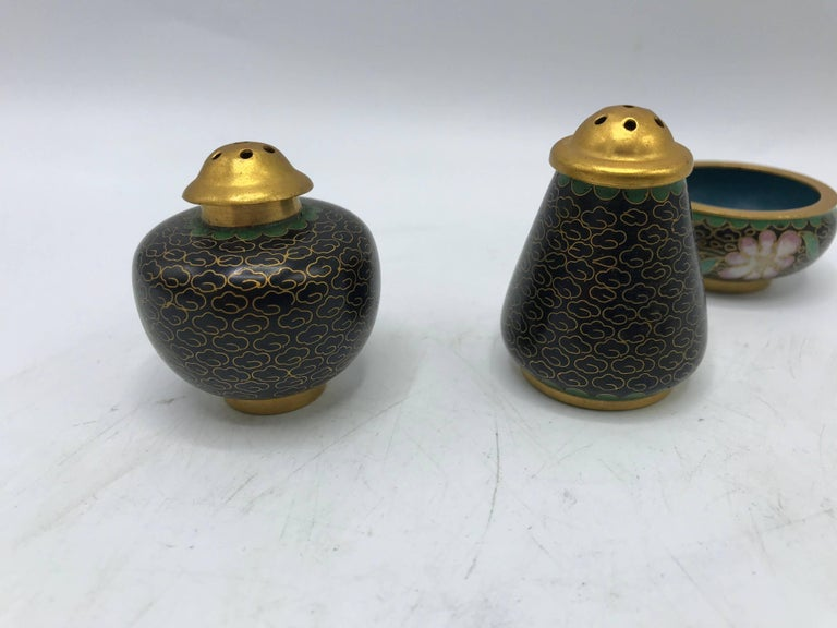 1960s Black Cloissoné Salt and Pepper Shaker Set, Three-Piece Set In Good Condition For Sale In Richmond, VA