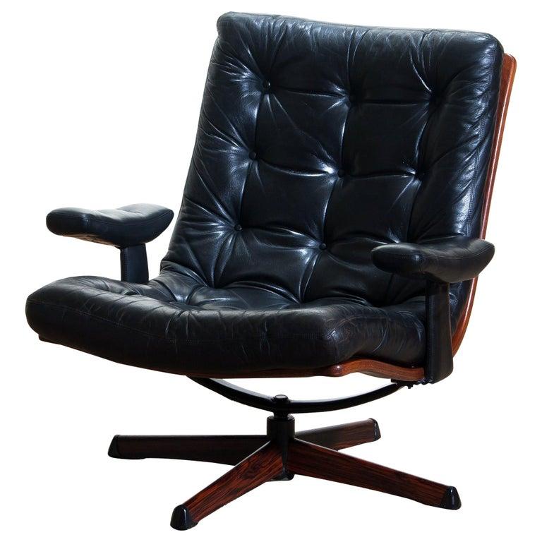 Mid-Century Modern 1960s, Black Leather Swivel Chair with Jakaranda Stand by Göte Design Nässjö