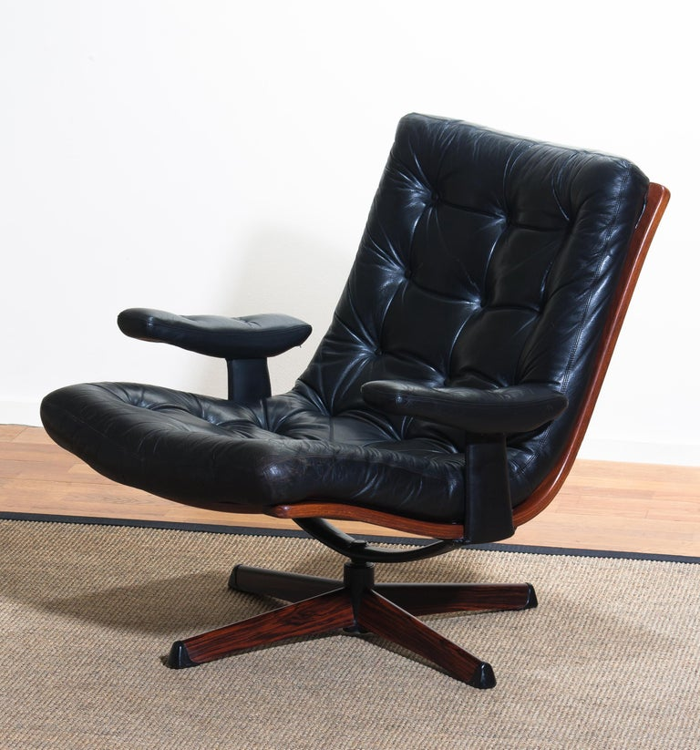 Mid-20th Century 1960s, Black Leather Swivel Chair with Jakaranda Stand by Göte Design Nässjö