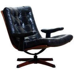 1960s, Black Leather Swivel Chair with Jakaranda Stand by Göte Design Nässjö