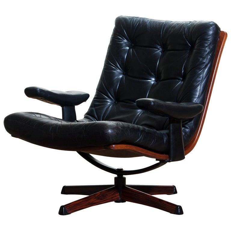 1960s, Black Leather Swivel Chair with Jakaranda Stand by Göte Design Nässjö