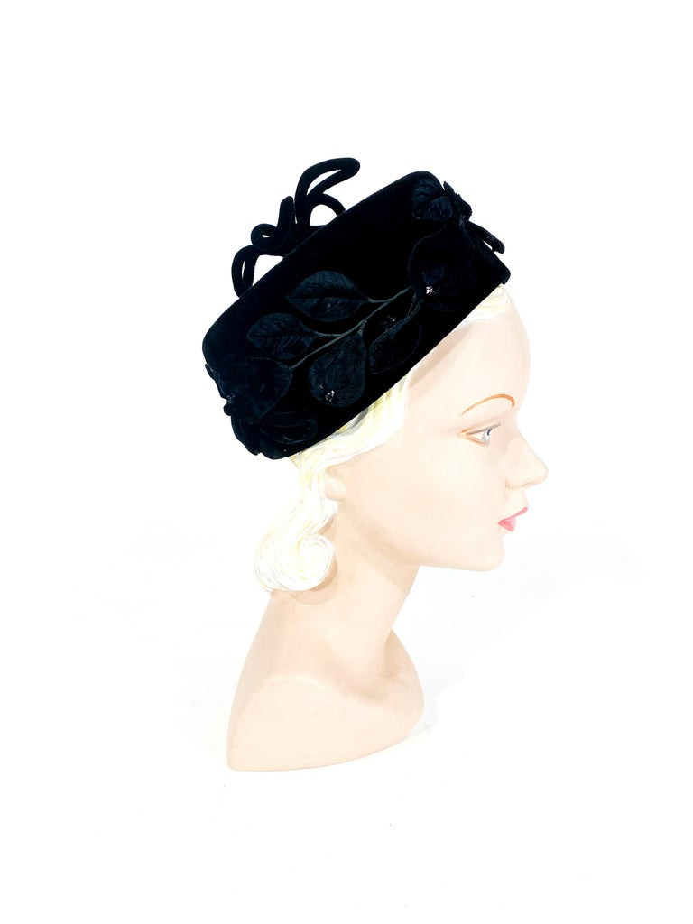 1960s Black Velvet Pillbox Hat with Fruit Accents In Good Condition For Sale In San Francisco, CA