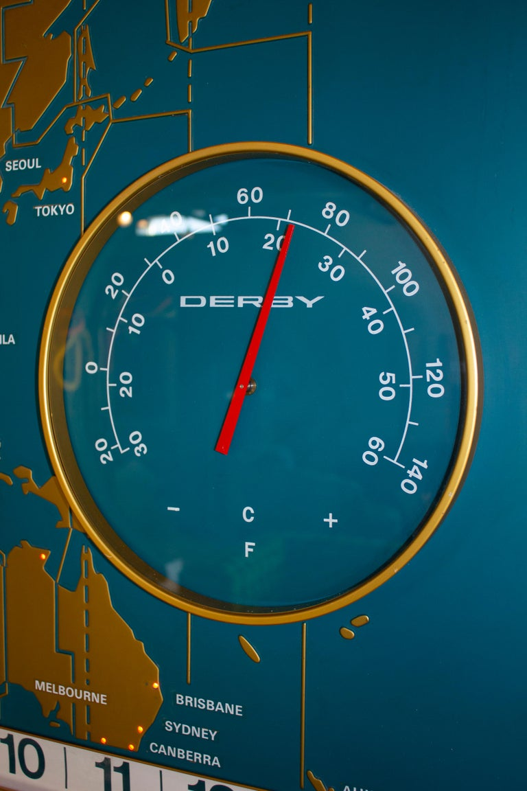 1960s Braniff Airlines World Map Doomsday Clock with Programmable Lighting In Good Condition For Sale In Dallas, TX