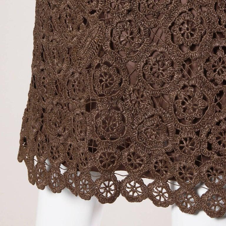 1960s Brown Scalloped Hand Crochet Raffia Lace Shift Dress For Sale 1