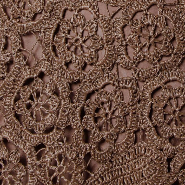 1960s Brown Scalloped Hand Crochet Raffia Lace Shift Dress For Sale 2