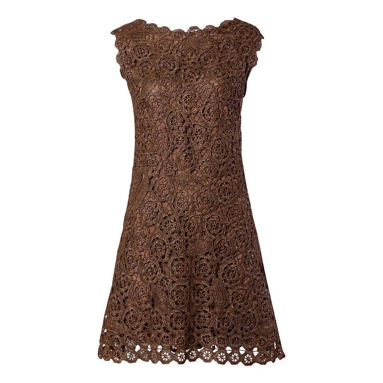 1960s Brown Scalloped Hand Crochet Raffia Lace Shift Dress For Sale