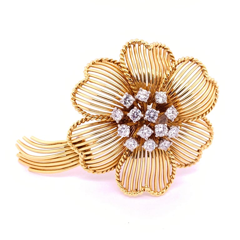 1960s Cartier Diamond Gold Flower Brooch In Good Condition For Sale In London, GB