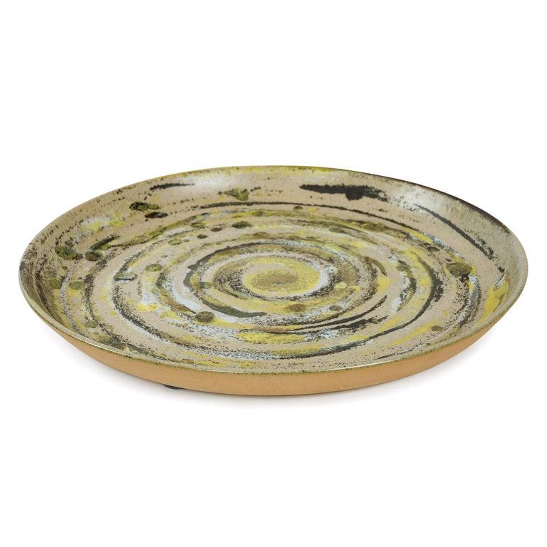 Low walled ceramic bowl in green (29D27) 'brushed glaze' circular pattern.