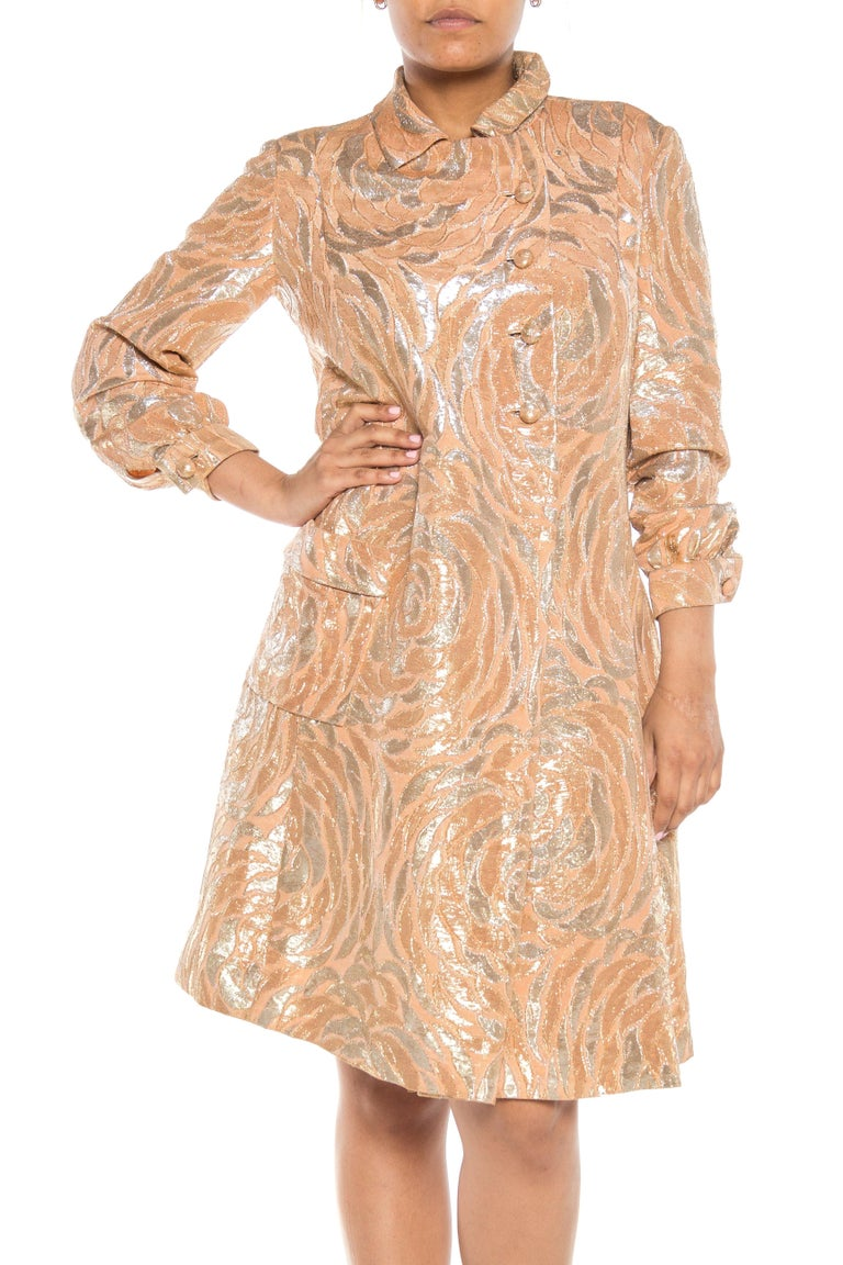 1960S CHESTER WEINBERG Champagne Metallic Rayon & Lurex Brocade Asymmetrical Ev In Excellent Condition For Sale In New York, NY