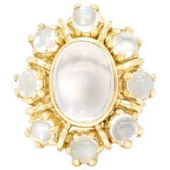 1960s Chic Moonstone-Set Gold Ring