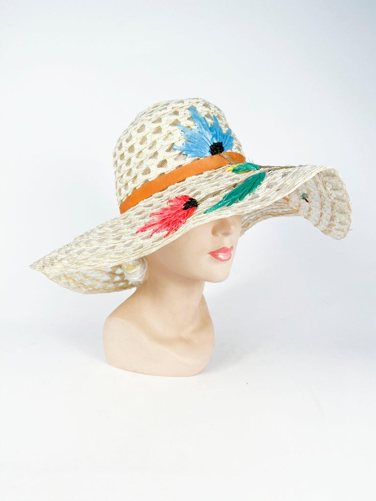 1960s Creme Raffia Beach Hat with Raffia Flower Embroidery In Good Condition For Sale In San Francisco, CA