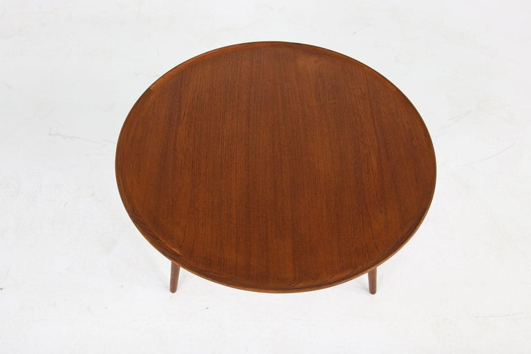 Beautiful 1960s Danish modern coffee table, made in Denmark, beautiful vintage table, fantastic condition, early edition, teak wood, tripod table.