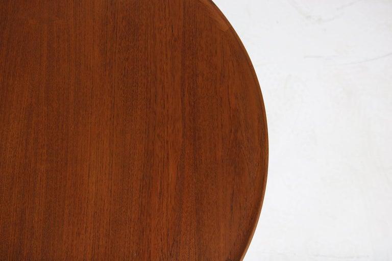 1960s Danish Modern Round Tripod Teak Coffee Table Mid-Century Modern Design In Excellent Condition For Sale In Hamminkeln, DE