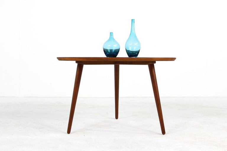 1960s Danish Modern Round Tripod Teak Coffee Table Mid-Century Modern Design For Sale 3