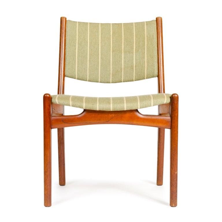 Scandinavian Modern 1960s Danish Oak Dining Chairs by Hans J. Wegner for Johannes Hansen For Sale