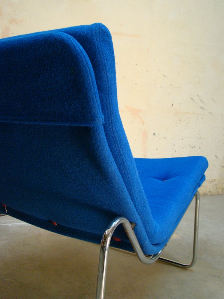 1960s Danish Pair of Tubular Chrome Lounge Chairs in Primary Blue Wool For Sale 4